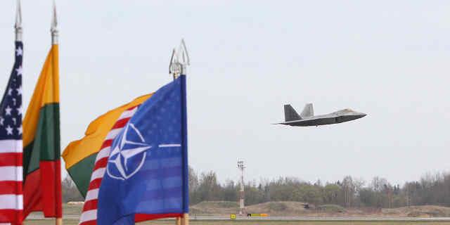 Лише 5 з 16 держав-членів НАТО готові захищати союзників у разі нападу Росії