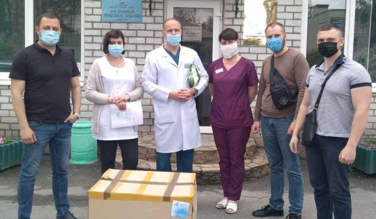 Запорізька обласна інфекційна лікарня отримала чергову партію захисних костюмів від Порошенка