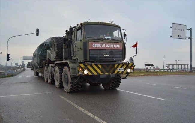 Туреччина за добу перекинула на північ Сирії сотні одиниць військової техніки