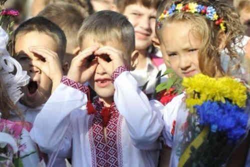 В Україні сьогодні - День знань, перший дзвоник пролунає для 400 тисяч першачків