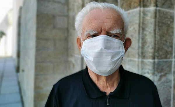 Науковці стверджують, що вік не впливає на шанси заразитися коронавірусом