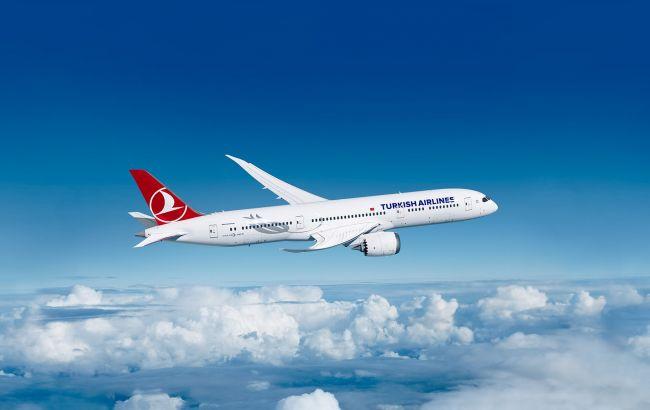 Найбільша турецька авіакомпанія відновлює польоти в Україну