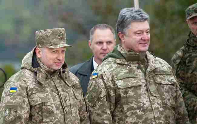 Жорстка оборона й активна дипломатія: Порошенко розповів, як протидіяти агресії РФ
