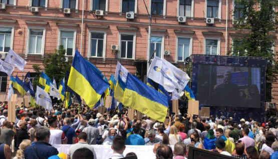 Під Печерським судом відбувається акція на підтримку Порошенка: трансляція